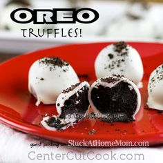 If you are a fan of Oreo Cookies then you will absolutely love this wonderful dessert recipe. This recipe for The Best Oreo Balls Ever is one of the best Oreo dessert recipes out there. Just Desserts, Delicious Desserts, Dessert Recipes, Yummy Food, Oreo Desserts, Party Desserts, Healthy Desserts, Oreo Truffles Recipe, Truffle Recipe