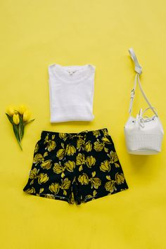 Tulips + tees = summer perfection. Wear Gap's printed jogger shorts with your favorite basics for the perfect, carefree summer outfit. Shop this look now.