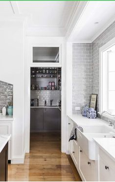 This beautiful redesigned white Queenslander home has a Hamptons style about it … so fresh, classic and light-filled. Love the marble counters, grey hand-glazed Spanish tiles and wood floors of the ki Hamptons Decor, Hamptons Style Homes, The Hamptons, Hamptons House, New Kitchen, Kitchen Decor, Kitchen Ideas, Kitchen Grey, Kitchen With Pantry