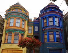 Victorian houses in San Francisco San Francisco Apartment, Living In San Francisco, Amazing Buildings, Amazing Architecture, Victorian Architecture, Victorian Design, Victorian Homes, Victorian Ladies, Dream City