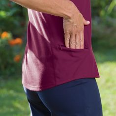 Sserious sweat-wicking capabilities. also includes a hem pocket sized for a credit card, cash or key, longer shirt length to keep you covered, and there are no side seams that restrict your movement.