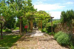Giardino medievale alla Rocca di Angera http://www.italianlakestours.com/la-rocca-di-angera/ #lagomaggiore