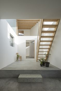 Concrete Floors With Wood Stairs Lay Your Head In 2019 Architect Home Modern, Modern Living, Interior Minimalista, Rustic Living Room Furniture, Wood Stairs, Architect House, Architect Career, Architect Logo, Design Architect