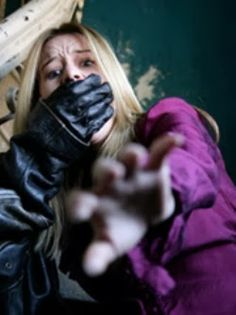 Learn 5 deadly street fighting techniques to drop an attacker in under 10 seconds! Scary to think about, but good to know. Camping Survival, Survival Prepping, Emergency Preparedness, Survival Skills, Emergency Equipment, Emergency Kits, Survival Gear, Damsel In Defense, Self Defense Women