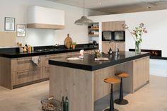 Cabinet tone with black countertops Kitchen Decor, Kitchen Inspirations, Kitchen Interior, Home Kitchens, Kitchen Room, Wooden Kitchen, My Kitchen Rules, Contemporary Kitchen, Kitchen Rules
