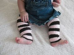 Obsessively Stitching: baby legs  super long socks with no feet from scarf.... cool