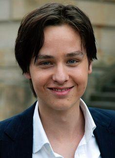 """Star-Looks: Als pubertierender Teenie ist Tom Schilling mit dem Film"""" Crazy"""" bekannt geworden."""