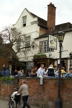 the dirty duck - stratford-upon-avon (england) Where all the actors/actresses frequent .... And students!!!