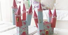 Toilettenpapierrollen Schloss ... Ich habe gerade geschnitten einen riesigen Cheerios Box in Hälfte für das Schloss Teil.  Ich habe auch eine einfache Zugbrücke.  Ich lasse die Kinder mit sharpies auf Folie zu zeichnen und dann bedeckt die Burg mit der farbigen Folie.