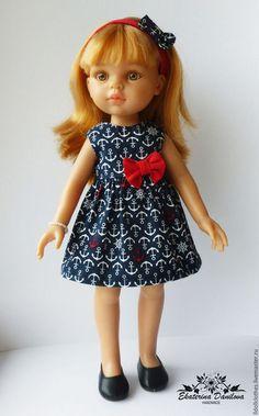 Купить или заказать Комплект для куклы Paola Reina в интернет-магазине на Ярмарке Мастеров. Платье с завышенной талией и повязка на голову в морском стиле для куклы Paola Reina 32 см. Платье выполнено из импортного хлопка и украшено бантиком. Лиф платья на подкладке. Все швы на платье спрятаны или обработаны. Платье сзади застегивается на маленькие кнопки. Платье не распашное, но легко одевается. Повязка застегивается на маленькую кнопку, что облегчает ее одевание.