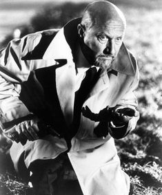Donald Pleasence as Dr. Sam Loomis in Halloween II Halloween Film, Halloween 2 1981, Halloween Series, Halloween Photos, Horror Icons, Horror Films, Michael Myers, Halloween Resurrection, Donald Pleasence