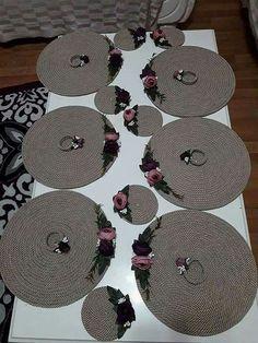 İp sanatı Picnic Decorations, Garden Wedding Decorations, Handmade Decorations, Rope Crafts, Diy And Crafts, Pinterest Crafts, Crochet Decoration, Lace Table, Doily Patterns