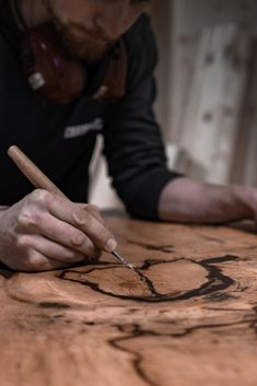 Wir bei SUN WOOD produzieren all unsere Produkte in unserer hauseigenen Manufaktur: 100% Handarbeit - Made in Austria! 🇦🇹  Als Basis verwenden wir zertifiziertes Holz aus heimischer Forstwirtschaft! So geht Nachhaltigkeit bei SUN WOOD! ♻️💪 Wood Design, Old Wood, Sustainability, Products, Handarbeit, Tree Designs
