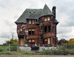 abandoned--wonder what kind of shape it is in and how much it would cost to renovate. Looks haunted   :)