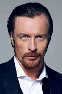 Toby Stephens is one of our greatest actors. Son of Dame Maggie Smith & Sir Robert Stephens, and graduate of LAMDA, Toby began his career as a Stagehand at Chichester Festival Theatre and went on to. Robinson Family, Toby Stephens, Carson Daly, Maggie Smith, Black Sails, Lost In Space, Detroit Become Human, Hollywood Life, Pride And Prejudice