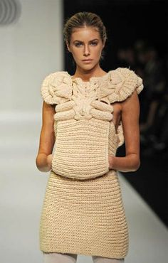 vvv ( ॣ˃̶᷇ ◡ ˂̶᷆ ॣ) Sandra Backlund Knitwear Fashion, Crochet Fashion, Fashion Art, High Fashion, Fashion Design, Peau Lainee, Sandra Backlund, Knit Art, Asymmetrical Sweater