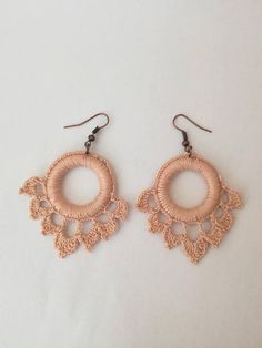 Crocheted Earrings, Knitted Earrings, Be - Diy Crafts Crochet Earrings Pattern, Crochet Jewelry Patterns, Crochet Bracelet, Crochet Accessories, Crochet Designs, Hand Crochet, Crochet Lace, Diy Earrings, Quilling Earrings