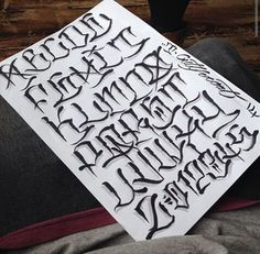 LETTERING FONT Tattoo Lettering Styles, Chicano Lettering, Tattoo Script, Types Of Lettering, Script Lettering, Typography Letters, Tattoo Fonts, Lettering Design, Alphabet Graffiti