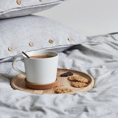 Bedding set made from very soft jersey in light grey mélange colour. The natural fabric allows the skin to breathe and bed linen is pleasant to the touch as your beloved t-shirt. Grey Bedding, Cotton Bedding, Linen Bedding, Bed Linen, Duvet, Single Bedding Sets, Couple Bed, Warm Blankets, Wooden Decor