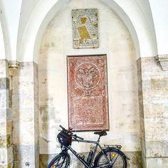Bike pausing on the #gotiktour. . . #bike2stars #jakobsweg #donauradweg #minoritenkirche #warmshowers