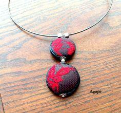 e3d17551552e4 Collier double pendentif ronds en pâte Fimo , dentelle rouge sur fond noir,  perles argentées
