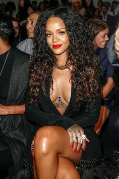 Top 5 Rihanna Hairstyles To Try Today — Famous Beautiful Celebrity Black Women Hair Ideas Rihanna Mode, Rihanna Riri, Rihanna Style, Rihanna Bikini, Rihanna Red Lipstick, Rihanna Long Hair, Rihanna Thick, Beyonce, Rihanna Outfits