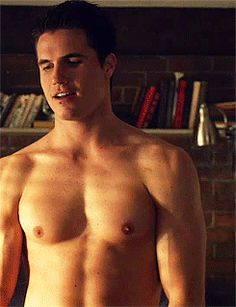 Robbie Amell On 'The Tomorrow People' - HE IS SO HOT JUST LIKE HIS COUSIN, STEPHEN AMELL!!