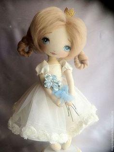 Купить или заказать Маленькая принцесса в интернет-магазине на Ярмарке Мастеров. Маленькая принцесса текстильная интерьерная кукла, украсит ваш интерьер. Подставка входит в комплект.