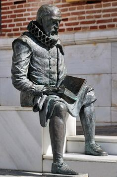 Sculpture of Cervantes n Velez Malaga, Andalucía, Spain. http://www.costatropicalevents.com/en/costa-tropical-events/special-areas/axarquia.html World Of Books, Malaga, Statues, I Love Books, Books To Read, Reading Books, Book Sculpture, Bronze Sculpture, Garden Sculpture