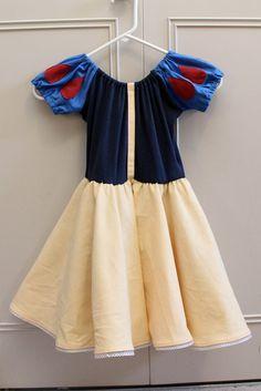 DIY Snow White Costume #DIY #Sew #Sewing #Costumes #Halloween #HalloweenCostumes #Dresses #Dress #Disney #Kids