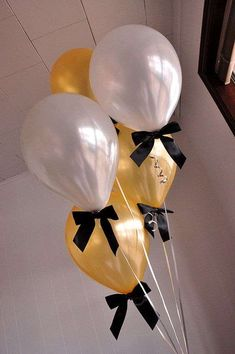 """Gold and Silver Balloons with Bows Pack of 8 Balloons and Bows + Curling Ribbon.) : Confetti Momma """"Gold and Silver Balloons with Black Bows"""" are a great addition to your New Years Eve party decorations Graduation Balloons, Graduation Decorations, New Years Decorations, Black And Gold Party Decorations, Elegant Party Decorations, Graduation Day, Wedding Balloons, Fete Marie, Black Gold Party"""