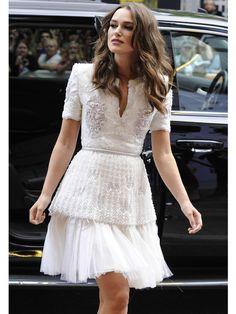 Star en robe blanche