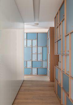 10 ideias para decorar o corredor (Foto: reprodução) Industrial Office Design, Office Interior Design, Office Interiors, Office Lockers, Staff Lockers, Office Furniture, Furniture Design, Locker Designs, Hostels