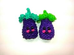 Happy Eggplant (Aubergine) Tutorial by feelinspiffy Green: 102 Purple: 230 Pink: 2 Black: (depends if you use pony beads for the eyes) Rainbow Loom Tutorials, Rainbow Loom Patterns, Rainbow Loom Creations, Rainbow Loom Bands, Rainbow Loom Charms, Rainbow Loom Bracelets, Rubber Band Crafts, Rubber Bands, Rainbow Loom Storage