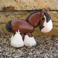 Adorable polymer clay clydesdale painted horse - draught horse - awww.. I've got to go find the artist of these!