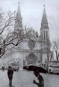 Neve em Curitiba em 1975 Neve sob a Catedral Nossa Senhora da Luz de Curitiba em 1975