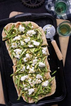 Asparagus & Fresh Ricotta Grilled Flatbread | strawberryplum