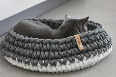 NEW! Treat your favourite feline to a cosy and contemporary sleeping spot with the beautiful Nido Cat Basket by MiaCara.