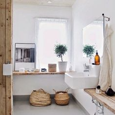Natural and bright ✨ Relaxed bathroom inspiration via @pinterest #interiorinspiration #interiorstyling