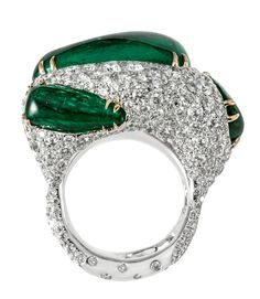 The Genesis Collection emerald ring by Cindy Chao bulges and writhes like a living, evolving primitive lifeform.