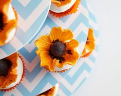 Fondant Orange Poppy Flower Cupcakes How-To