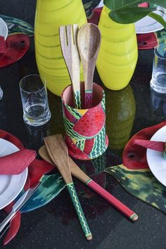 We love this hand-painted wooden kitchen utensil set with colorful watermelons! #giftideas | Nos encanta este set de utensilios de cocina en madera pintados a mano con coloridas sandías