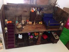 My haunted house 👻 Haunted Dolls, House Made, Witches, Dollhouse Miniatures, Pallet, How To Make, Furniture, Bruges, Doll House Miniatures