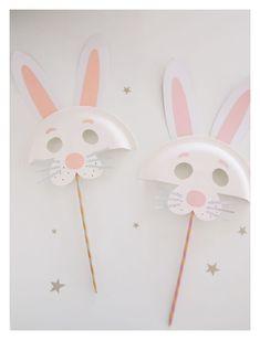 Easter Bunny /// DIY Paper Plate Animal Masks #easter #holidays #easter bunny