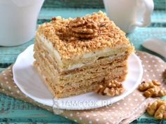 Фото торта «Медовик» с грецкими орехами