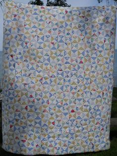 Sewing Projects, Diy Projects, Bonnie Hunter, Half Square Triangles, Glass Blocks, Scrappy Quilts, Hourglass, Quilt Patterns, Challenge