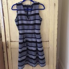 Striped Madewell dress Perfect condition. Zipper back, pockets. Very flattering and comfortable! Madewell Dresses Midi
