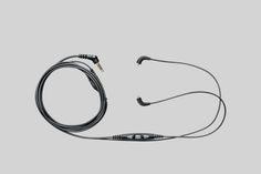 De CBL-M+K adapterkabel beschikt over opname- en bedieningsfuncties voor uw iPhone, iPad of iPod. Met de ingebouwde afstandsbediening regelt u het volume en de afspeelfuncties voor muziek en videofilmpjes, neemt u gesproken memo's op en neemt u telefoonoproepen aan of beëindigt ze.