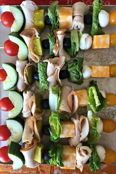Turkey Sandwich Kebabs Turkey Sandwich Kebabs are the perfect healthy lunch (without bread) made with your favorite lunchmeat. Make ahead for picnics parties or school lunches! Pool Snacks, Lunch Recipes, Appetizer Recipes, Appetizers, Cooking Recipes, Healthy Snacks, Healthy Eating, Healthy Recipes, Eat Better