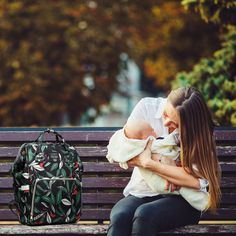 🍂 Autumn is here and what better way to celebrate than taking our leaf pattern backpack style baby bags with you on your outdoor adventures! These beautiful and functional leaf pattern baby bags are available in green or blue. 👶